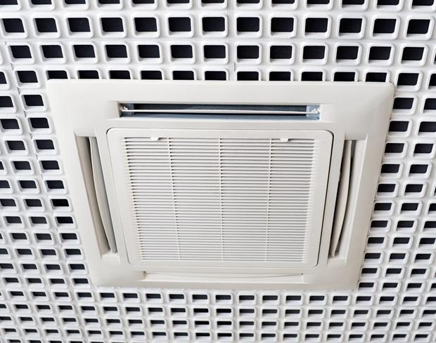 ¿Qué diferencia hay entre aire acondicionado split y uno por conductos?